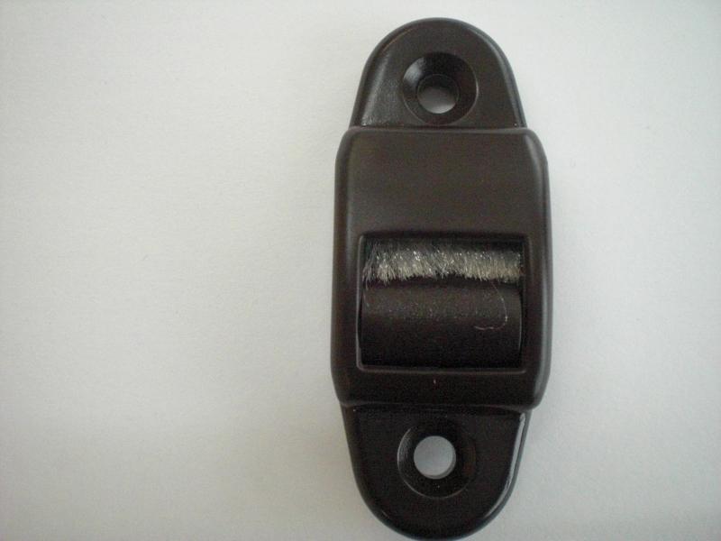 1 mini gurtdurchf hrung braun mit b rste f r 14 mm. Black Bedroom Furniture Sets. Home Design Ideas
